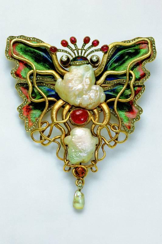 """Octopus and Butterfly"" brooch, design by Wilhelm Lucas von Cranach, Berlin, 1900, photo Günter Meyer"
