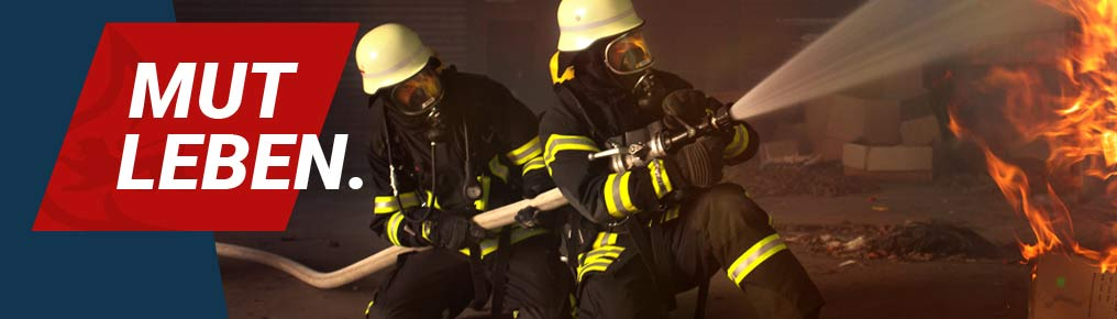 Symbolbild: Brandbekämpfung durch Feuerwehrleute