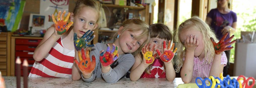 Symbolbild: Kinder spielen im Kindergarten