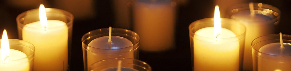 Symbolbild: Kerzen zum Gedenken