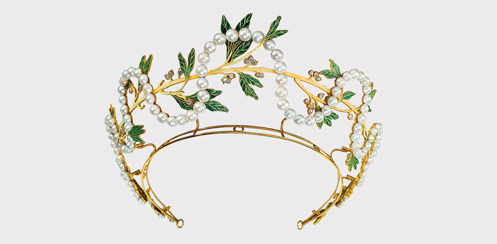Tiara, René Lalique, Paris, um 1903/04, On permanent loan from the Ministry of Science, Research and the Arts, Baden-Württemberg, photo Günther Meyer