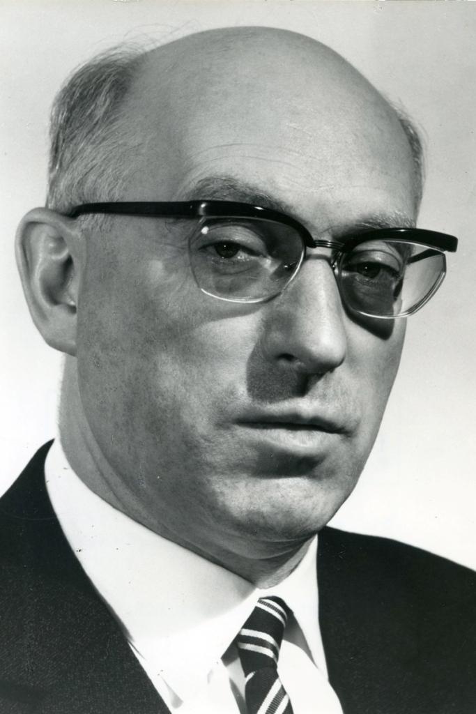 Dieses Bild zeigt eine Portraitaufnahme von Fritz Erler.