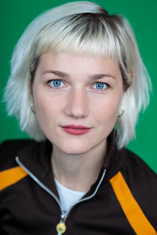 Dieses Portrait zeigt Johanna Miller