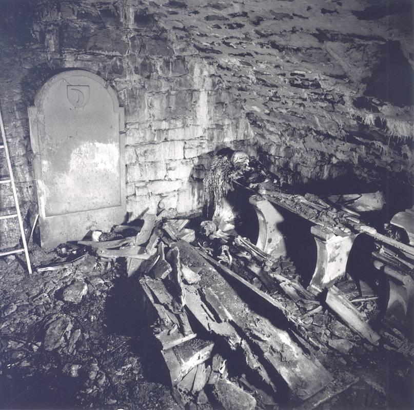 Grablege der Familie Leutrum unter der Evang. Kirche